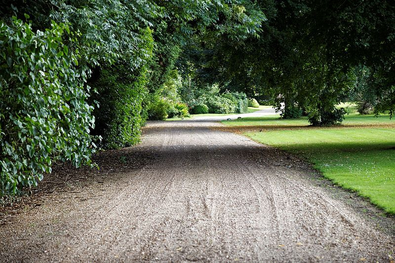 Tarmac vs Gravel: Which Is Best For Your Driveway?